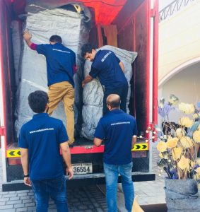 safa movers team loading furnitures for house shifting dubai